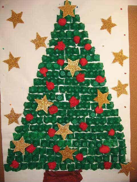 Pin de sara arocha en diy navidad puerta de navidad for Puertas decoradas navidad material reciclable