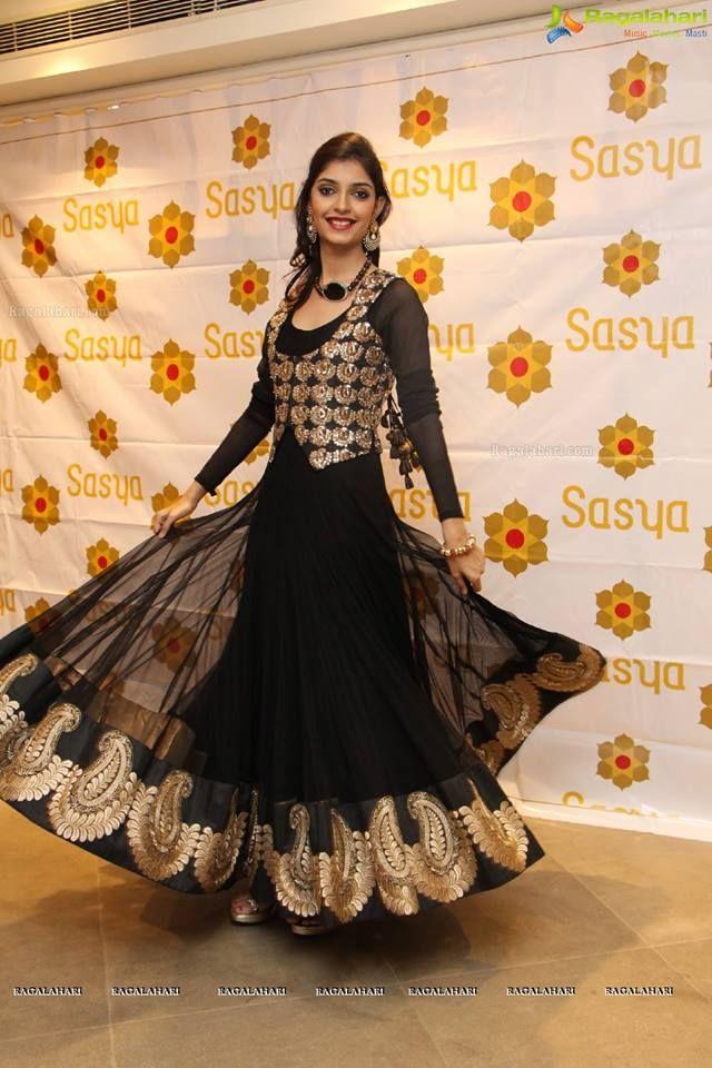 Pin von --Noora-- auf indische/ pakistanische Kleider | Pinterest ...