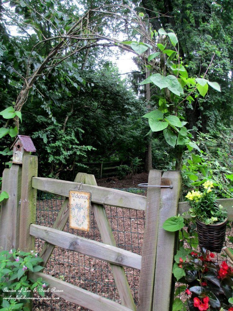 Diy garden a simple branch arbor diy garden decor