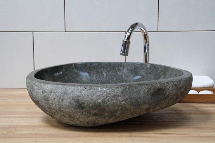 Houten badmeubel met natuurstenen waskom badkamerinspiratie via