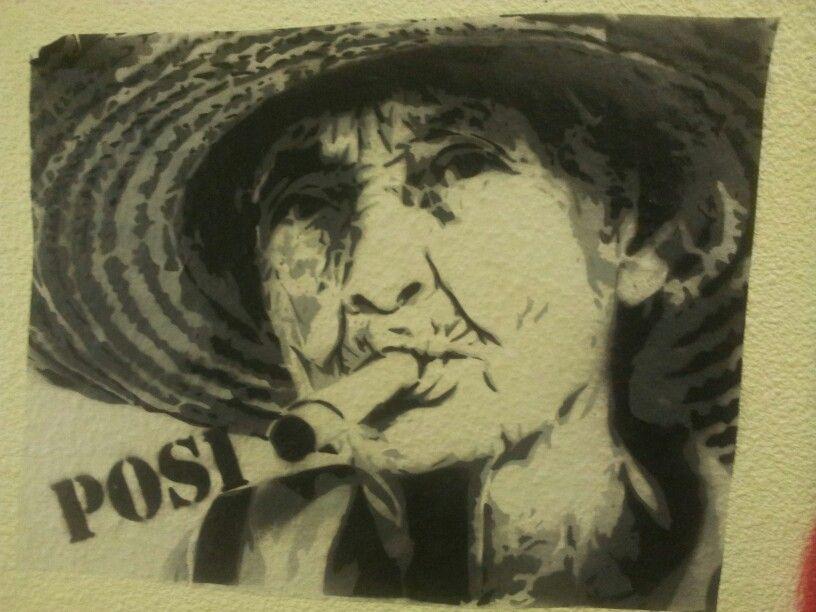 Street art. Cigare. Vieja vielle old lady. Paris. LE BLOC rue mouzaïa.