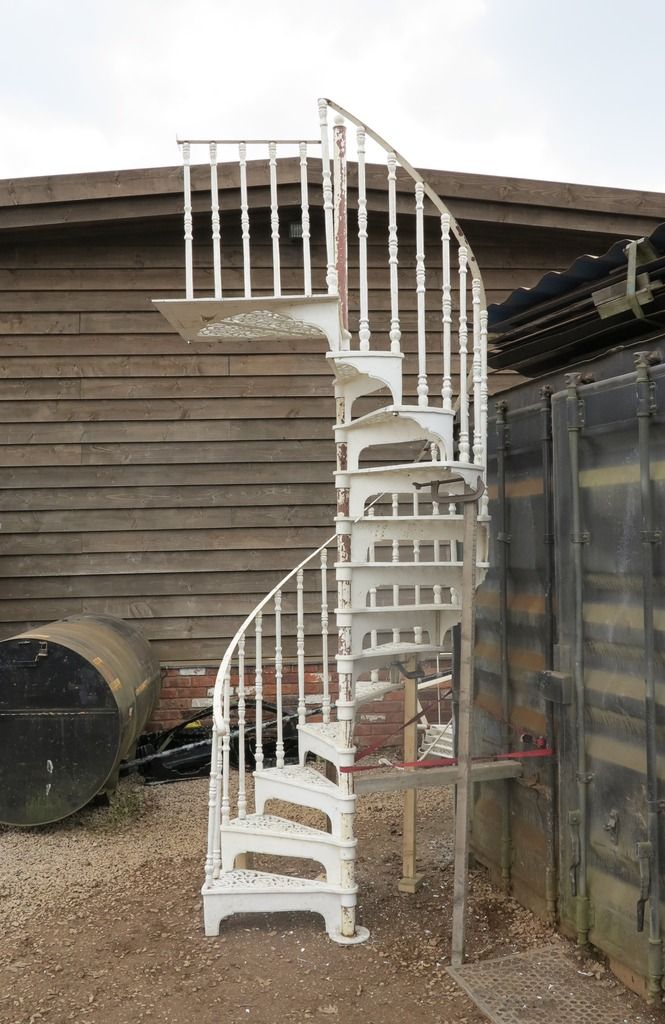 Best Cast Metal White Spiral Staircase With Landing Plate 400 x 300