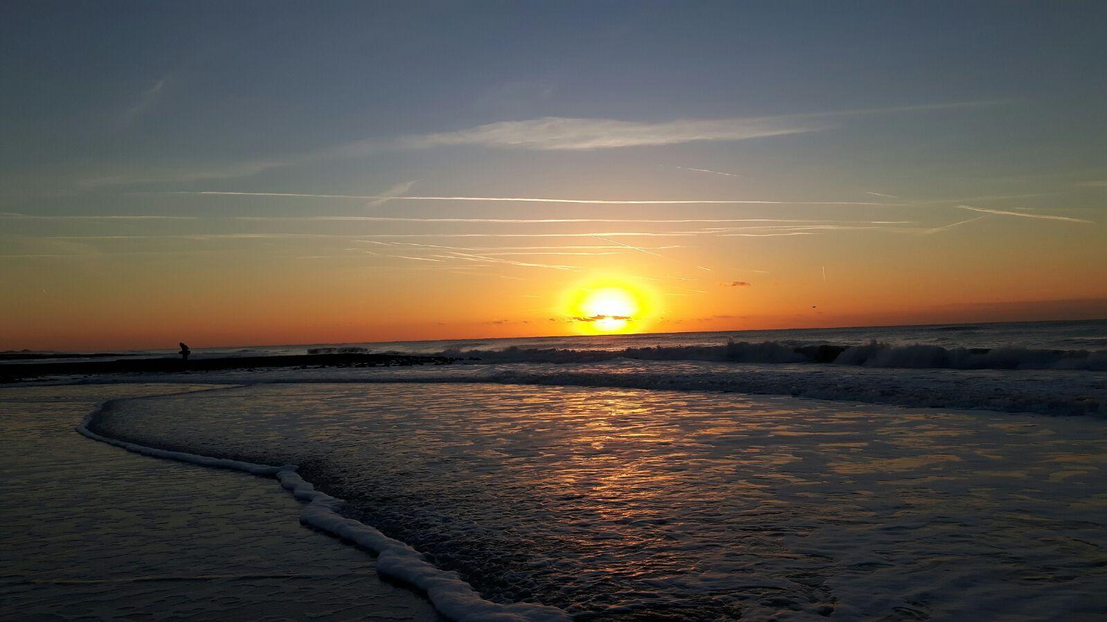 Ondergaande zon op het strand!