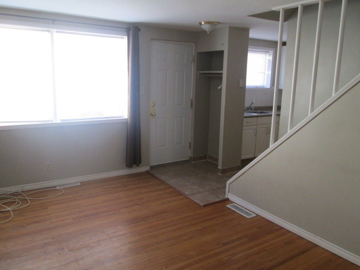 944 Archibald St Is A 2 Bed 1 Bath Apartment In Windsor Park Winnipeg This Apartment Is Listed For Rent At Apartment 2 Bedroom Apartment Apartments For Rent