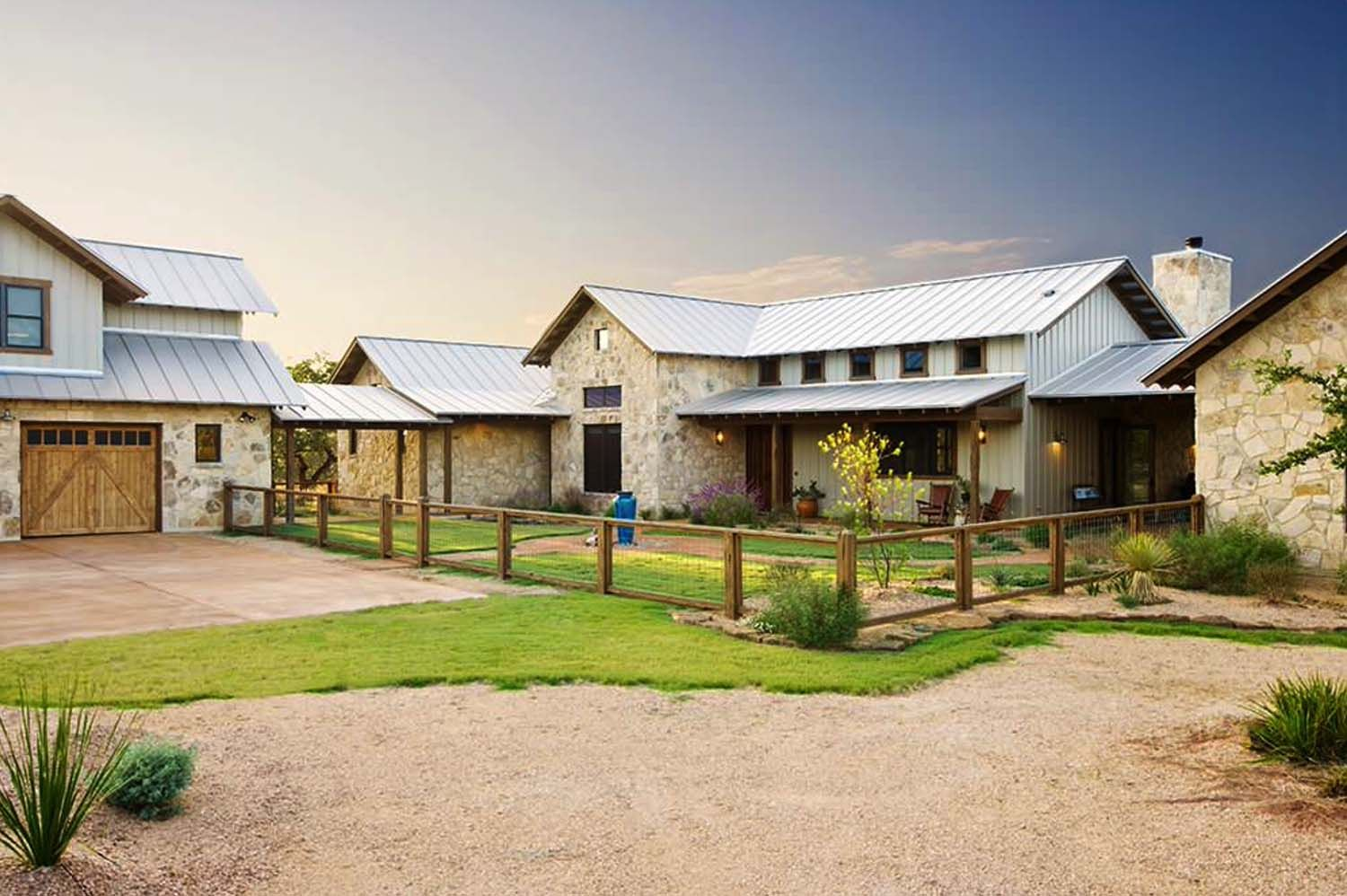 Rustic Ranch House Designed For Family Gatherings In Texas Ranch House Designs Ranch Style Homes Ranch House
