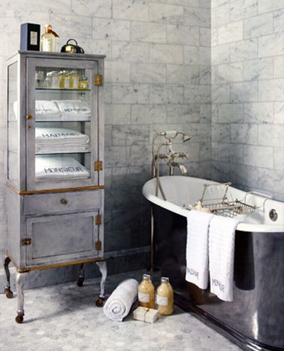 Superbe salle de bain dans un esprit rétro - idée déco armoire à - Idee Deco Maison De Campagne