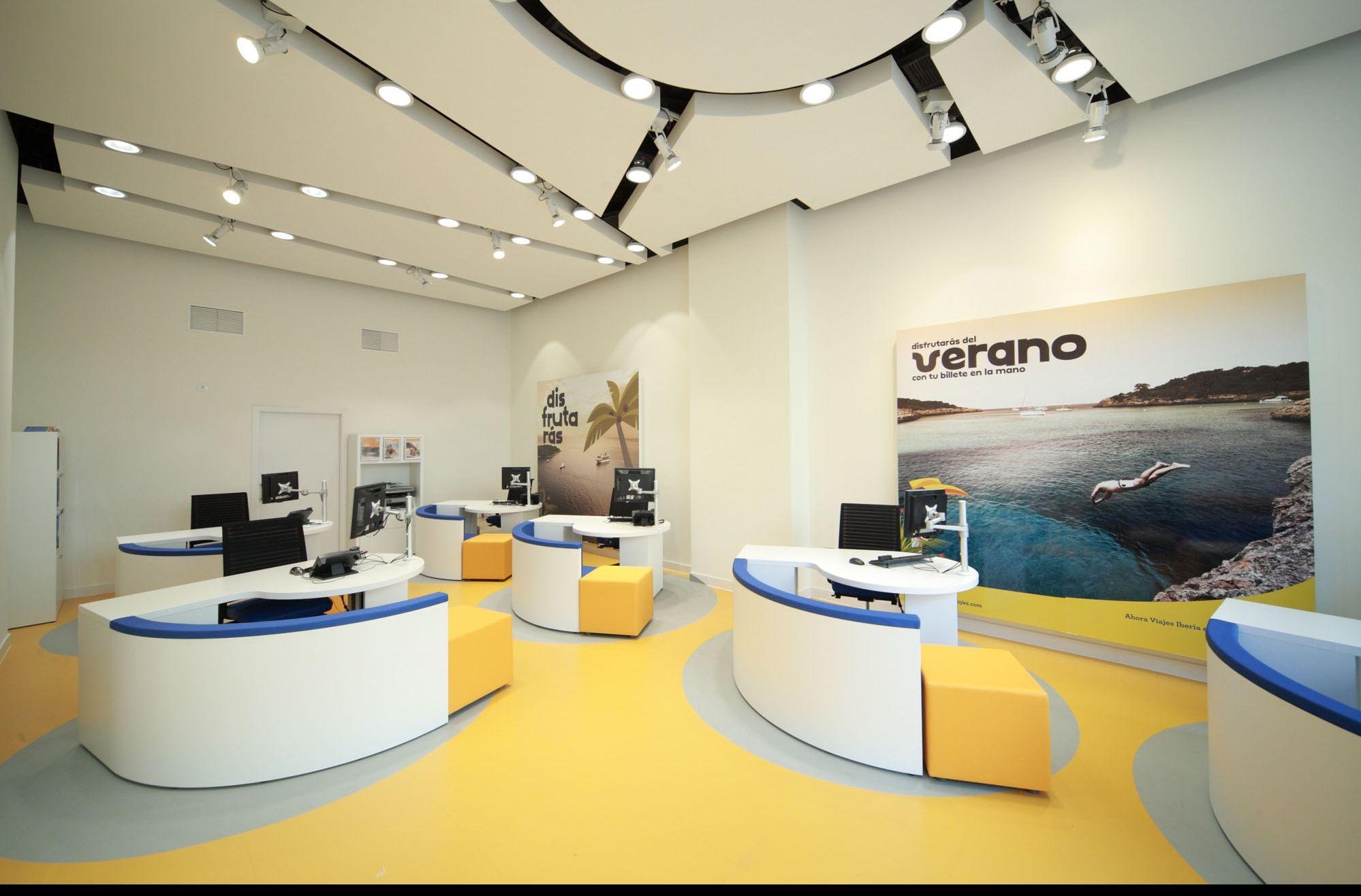 Interior de una agencia de vibo viajes decoraci n for Agencia turismo madrid