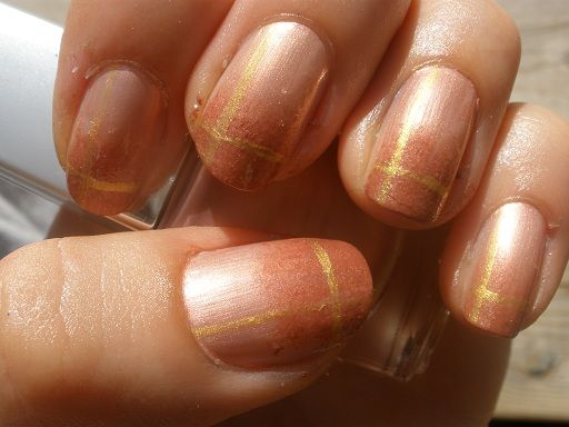 IsaDora Glamour Pink, Discreet Magnolia, Depend golden nail art