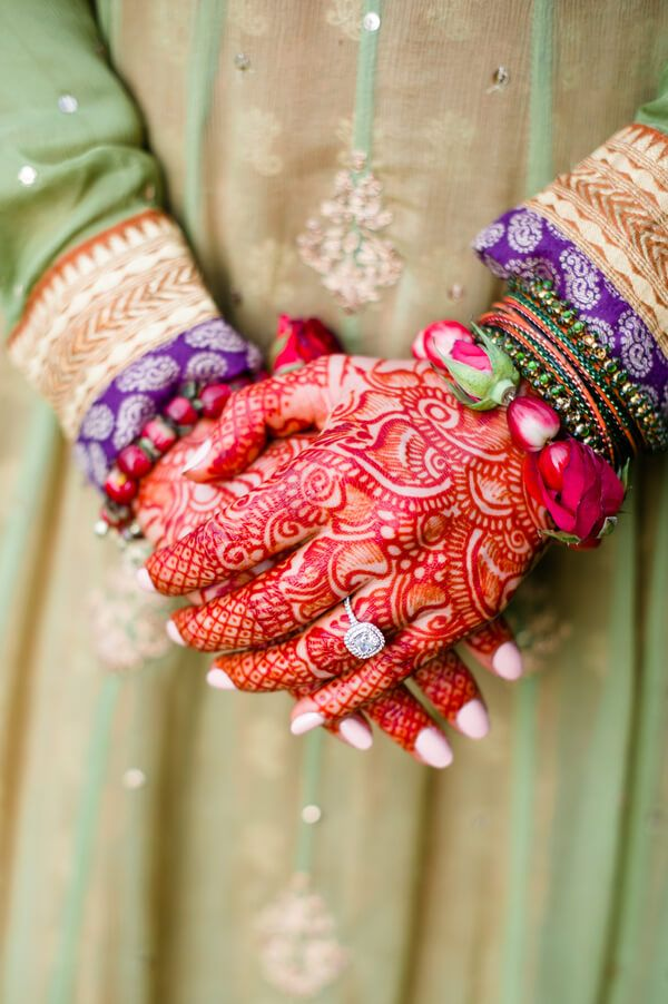 Absolutely stunning! Time Into Pixels http://brownsparrowwedding.com/traditional-pakistani-wedding-aamna-zainabbas/?utm_content=bufferf93df&utm_medium=social&utm_source=pinterest.com&utm_campaign=buffer  #PakistaniWedding