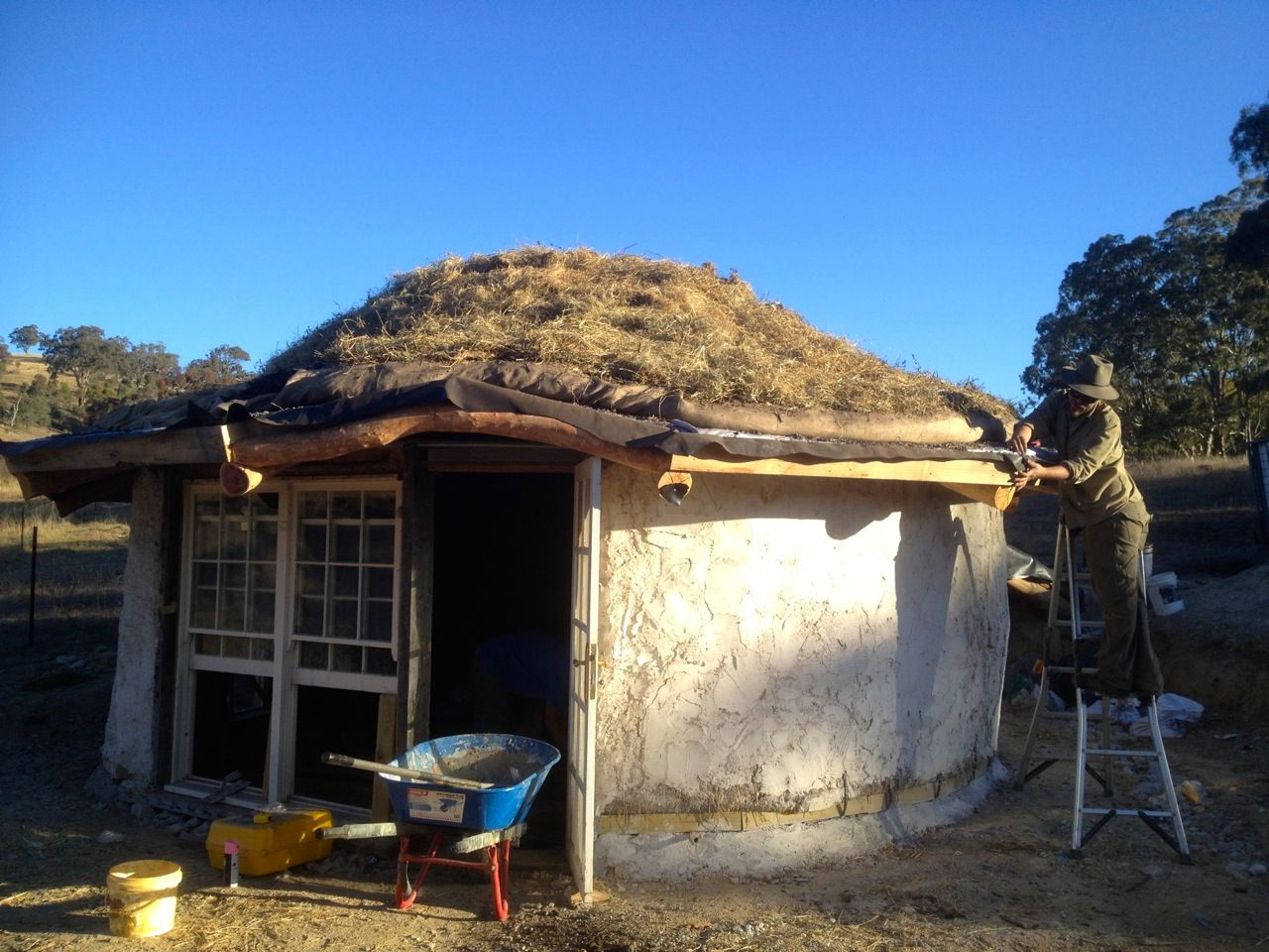 Roundhouse Build Making A Living Roof Milkwood Living Roofs Natural Building Roof Architecture