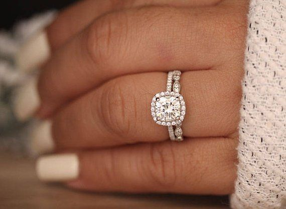Awesome round engagement rings #roundengagementrings