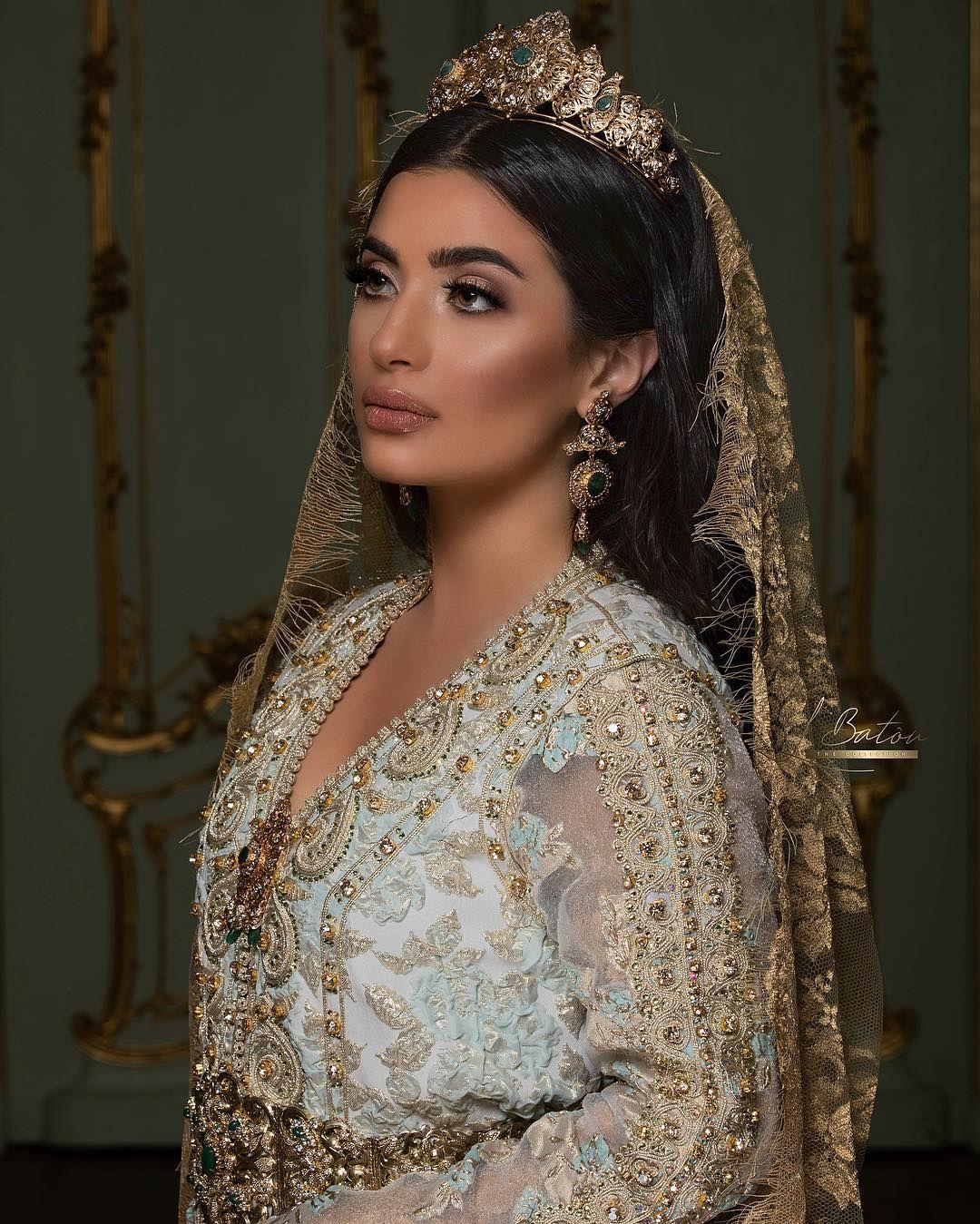 Spontane Film Fotografie On Instagram Shooting With Bridal Stylist Loubnabatou Photography By Spontane Moroccan Bride Stylists Wedding Dress Long Sleeve