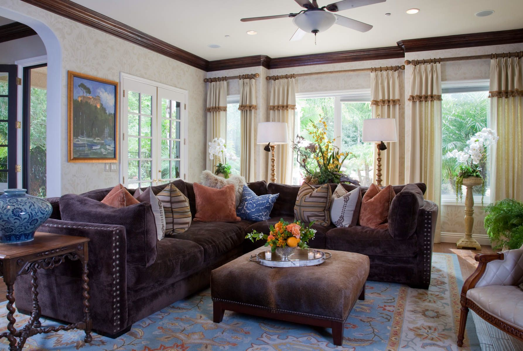 Family room decor for vicki gunvalson of the real for Interior designs by vickie