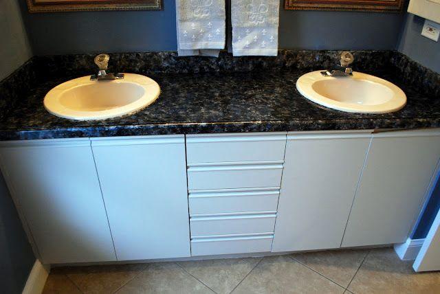 Tutorial : How to Paint Bathroom Countertops to Look Like Faux Granite
