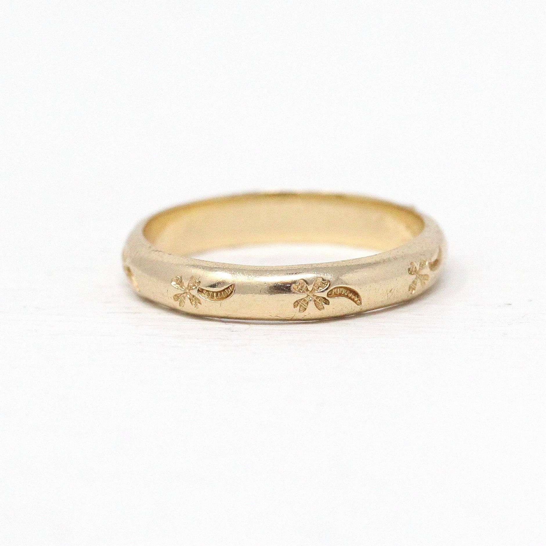 Gold Floral Wedding Band For Women Vintage Style Wedding Ring Ring For Her Gold Wedding Ring Anniversary Ring In 2020 Wedding Rings Unique Wedding Rings Vintage Floral Wedding Bands
