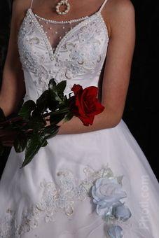 Belos detalhes no vestido, ficou bonito!