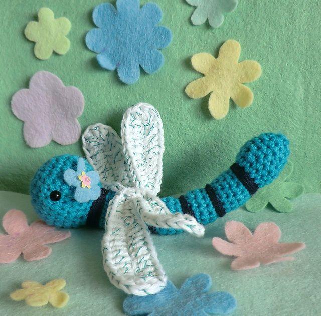 Dot the dragonfly pattern by Liz Ward | Gusanito, Mariposas y Libélulas