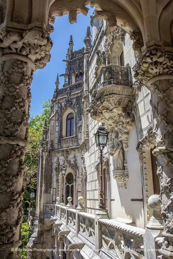 Quinta da Regaleira, Sintra - Portugal. Simbolizan los círculos hacia él infierno.