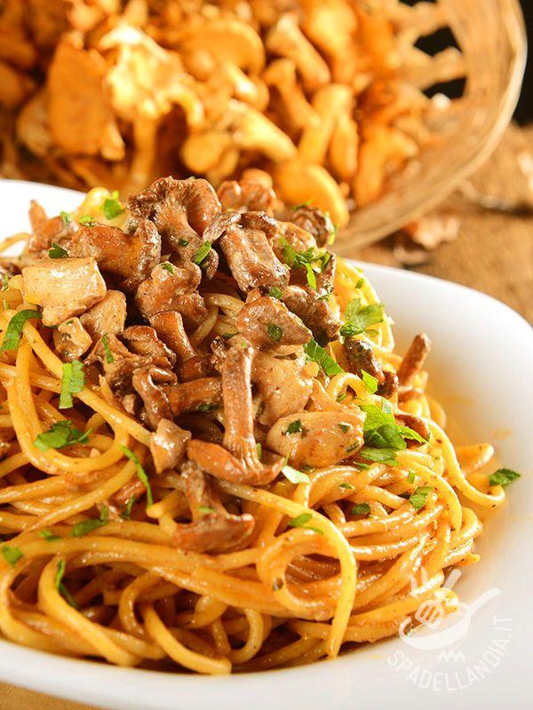 Spaghetti ai finferli ricetta nel 2019 cucina italiana pinterest recetario e dietas - Cucinare i fagiolini ...