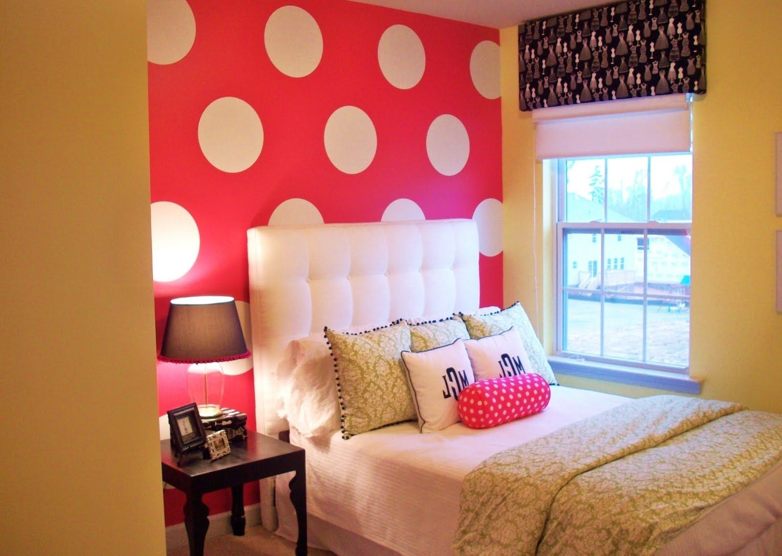 Motif Wallpaper Dinding Cantik Untuk Kamar Tidur Remaja