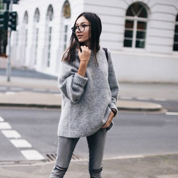 H&M Oversized Grey Sweater Grey sweater | oversized baggy boyfriend fit | super cozy in great condition | similar look and feel as the first two pictures H&M Sweaters Crew & Scoop Necks