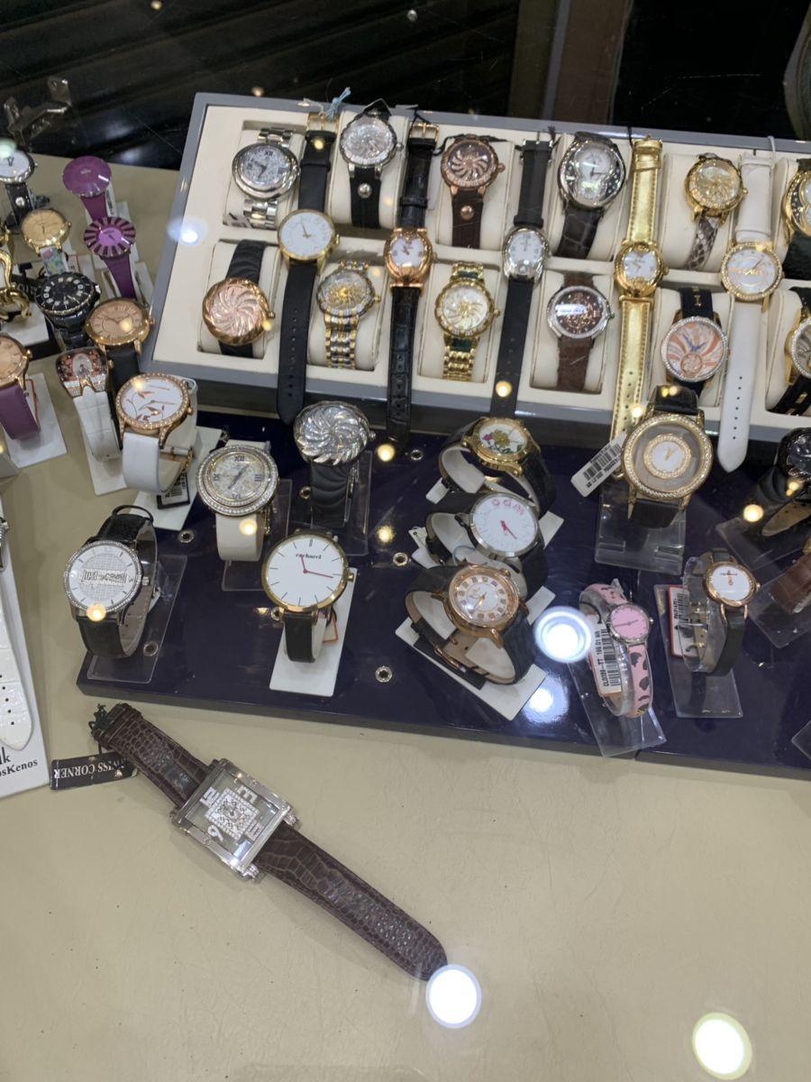 Pin By Hebdbjd On ساعات الركن السويسري Accessories Watches Fashion
