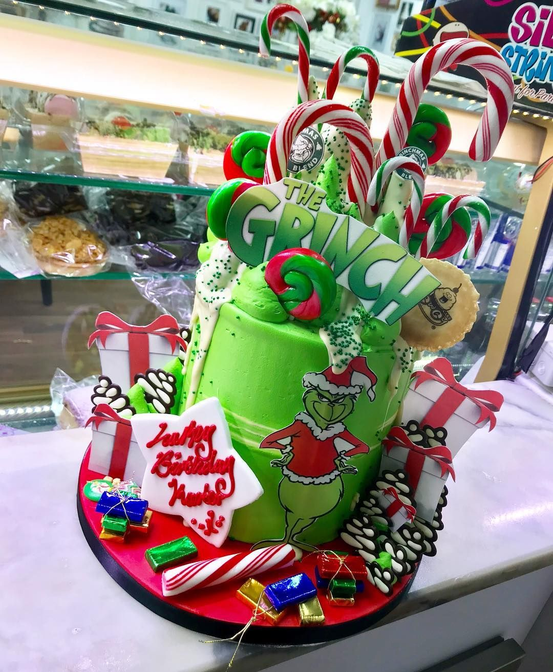 Image result for grinch cakes Grinch cake, Grinch