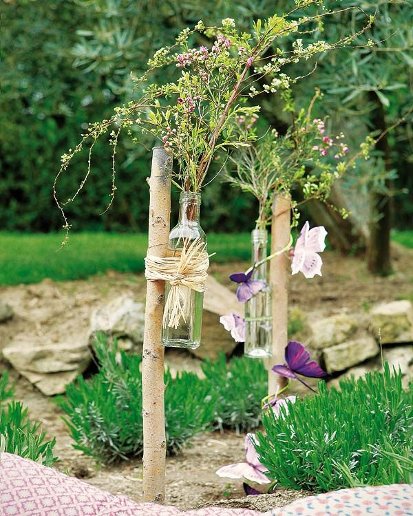 Garden Decorations Diy: Diy Garden Fence Decorations Glass Bottles Twigs