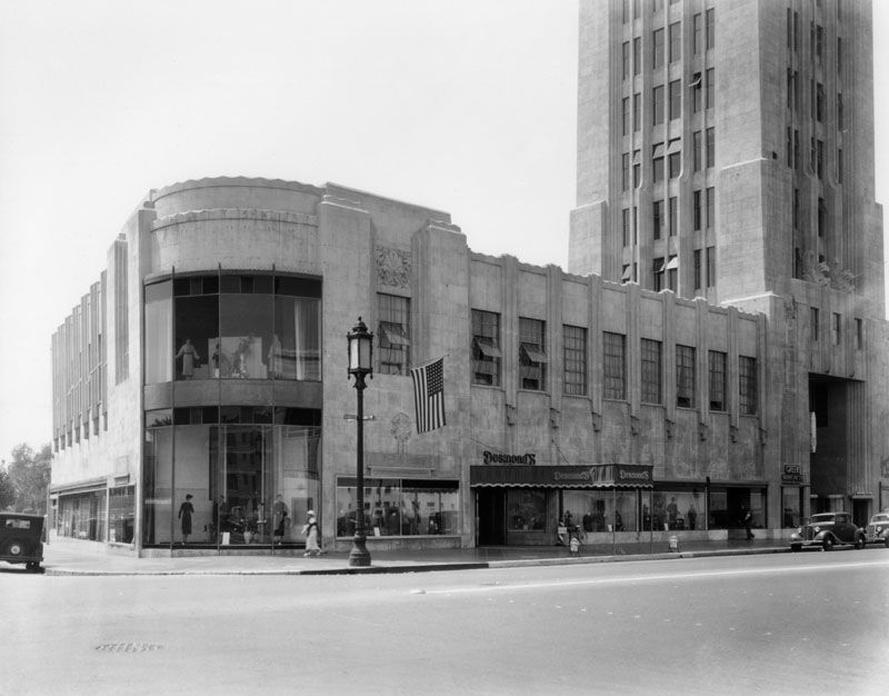 Central L A Mid Wilshire Apparently When Wilshire Boulevard Was Extended Into Dtla A Lot Of Building Art Deco Buildings Art Deco Architecture Los Angeles