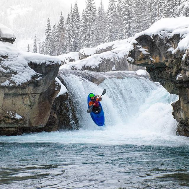It's -3°C and heavy, large snowflakes are falling as @haleydanski is doing laps off Elbow Falls in Kananaskis County near Calgary. The cold temps and snow don't stop her from training for her next big event. 📷: @arizcor