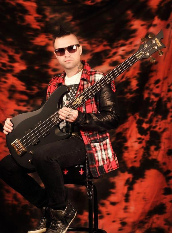 Johnny Christ Joins Schecter