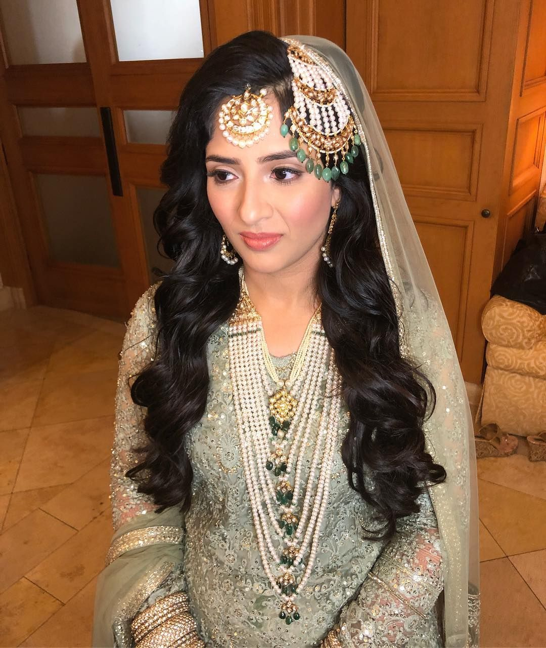 these open hairstyle for bridal hairdo will make you ditch