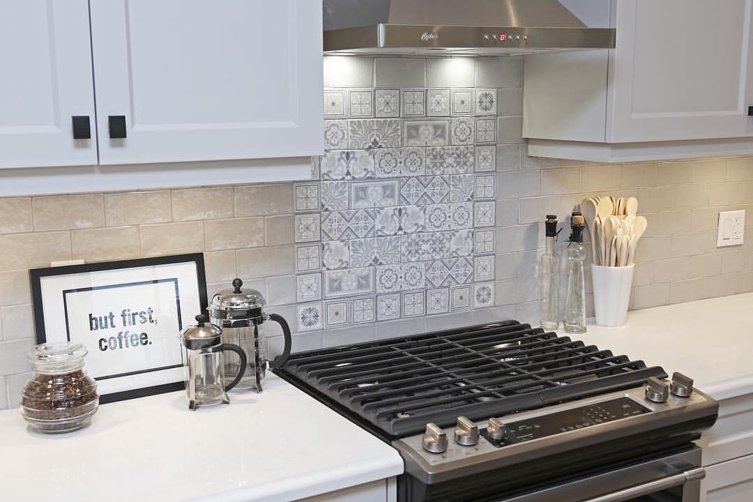 Adding A Splash Of Interest To The Backsplash Yes Or No A Tile