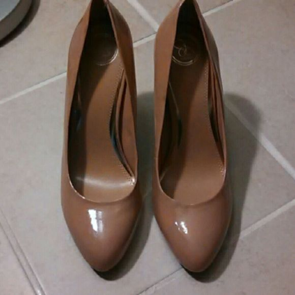 "Jessica simpson size 10 nude patten leather shoe 4"" heel great condition like new Jessica Simpson Shoes Heels"
