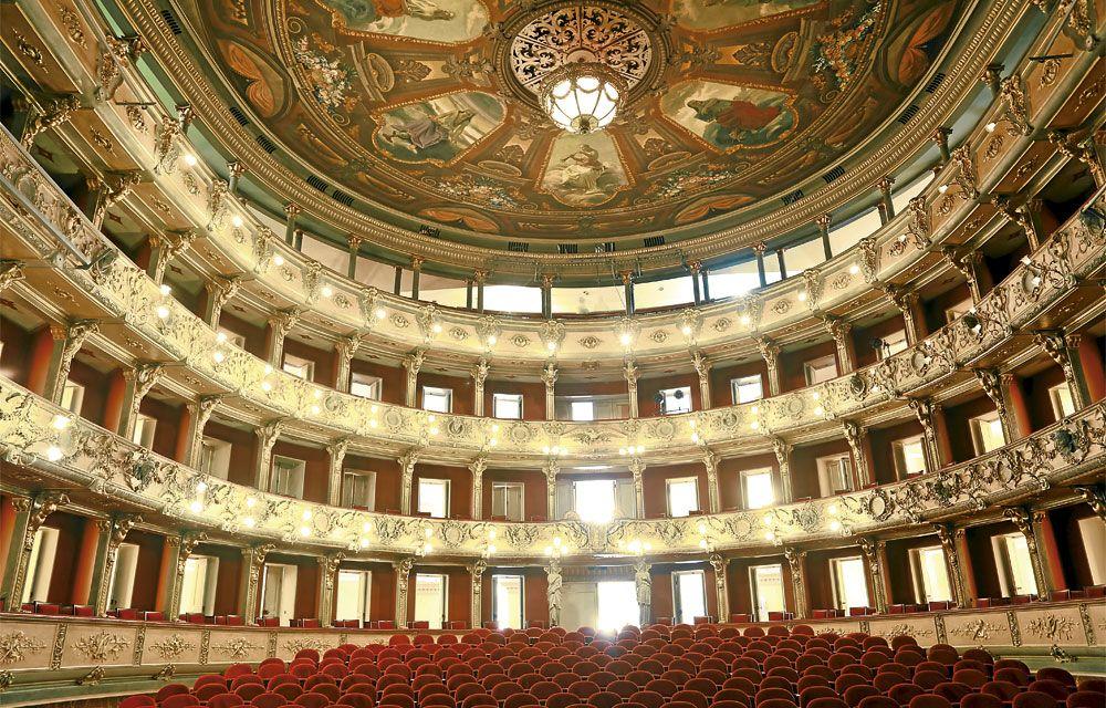 Luego De Seis Años Regresa El Teatro Colón Para Sumar A Sus 121 Años De Historia Royal Ballet Teatro Opera