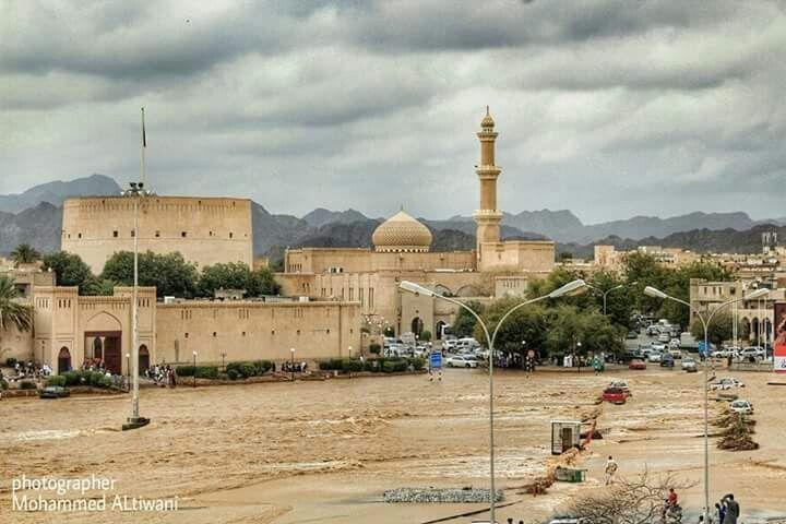 سوق نزوى وادي الأبيض هنا الحضارة Sultanate Of Oman Taj Mahal Landmarks