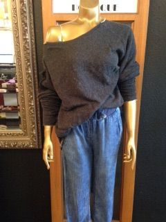 Ripped charcoal sweatshirt with detachable sleeves