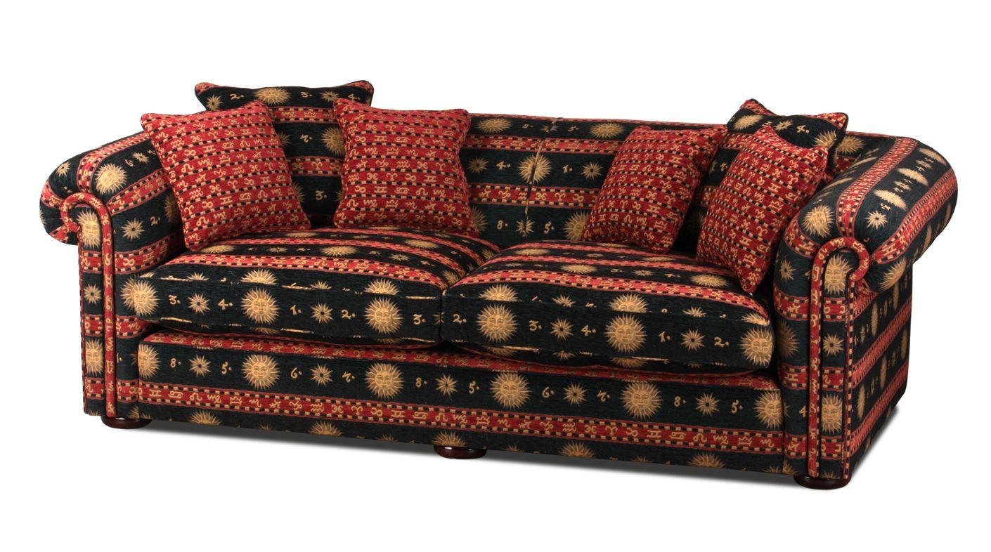 Wunderbar Ein Englisches XXL Landhaus Sofa Im Chesterfield Style Mit Einem  Orientalischen Stoffbezug.