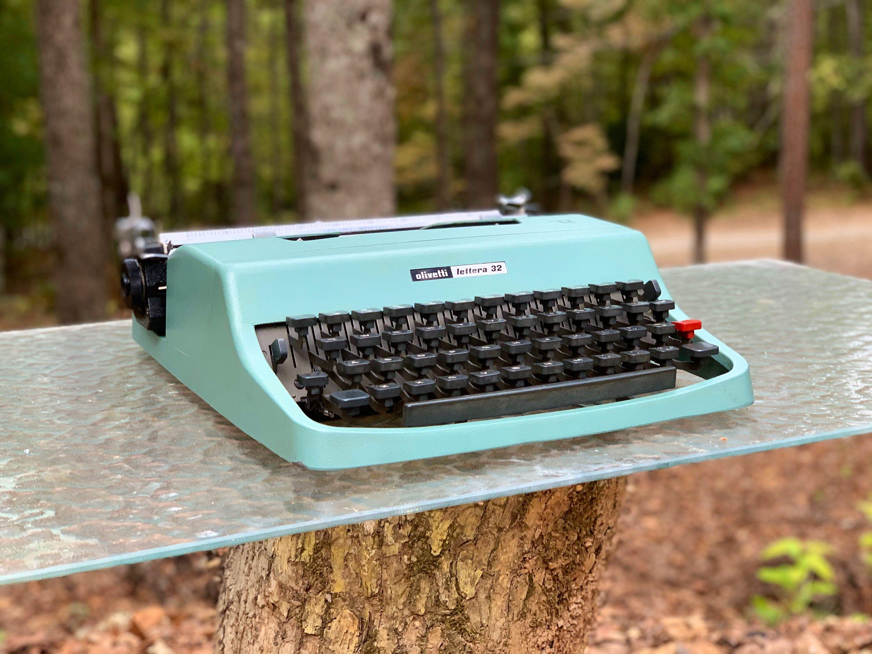 Olivetti lettera 32 portable manual typewriter shopgoodwill. Com.