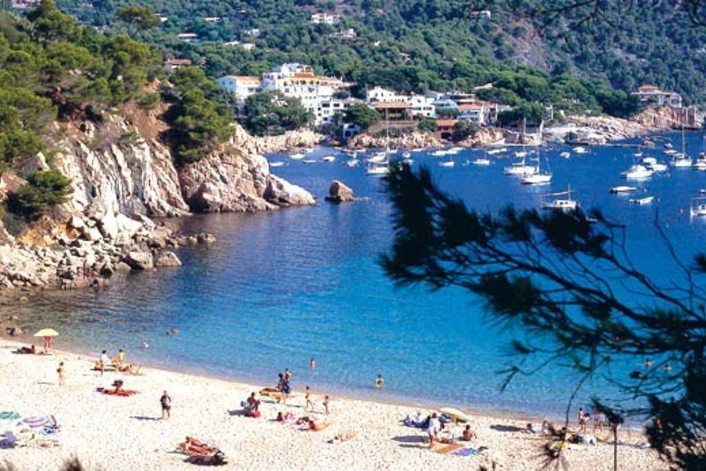 Best beaches in Catalonia are near Peratallada