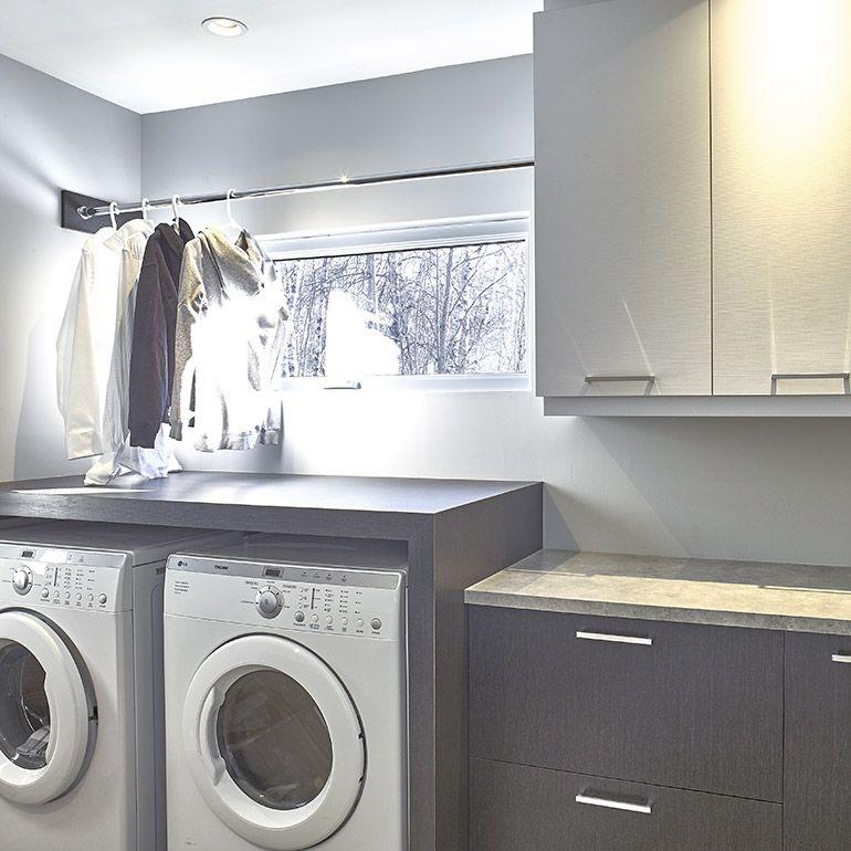 salle de lavage en melamine et comptoirs de stratifie idees sous sol pinte. Black Bedroom Furniture Sets. Home Design Ideas