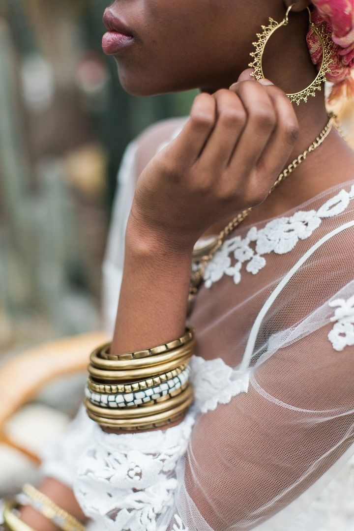 Bridal accessories | Cactus Wedding Inspiration Shoot in Botanical Garden | fabmood.com #wedding #weddingstyled #weddinginspiration #weddingideas