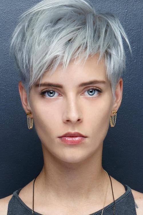 Kurzhaarfrisuren Frauen mit Graue Haare #coiffurescheveuxcourts
