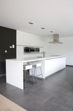 Strakke witte eilandkeuken keukens interieur degroof lommel keuken pinterest keuken - Keuken witte tafel ...