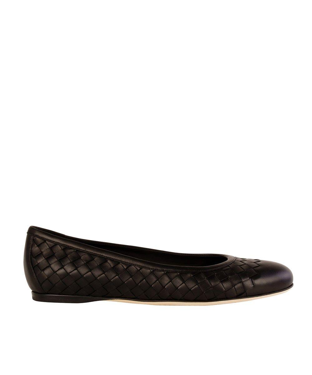 928258e5984c BOTTEGA VENETA Bottega Veneta Women S Black Leather Flats .  bottegaveneta   shoes  oxford