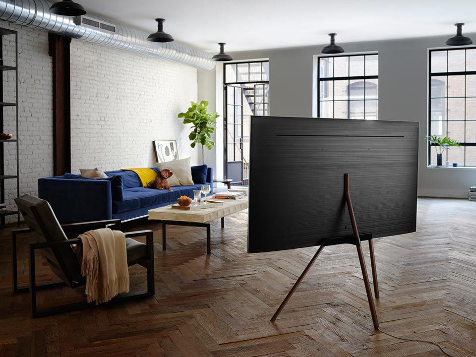 Bildergebnis für fernseher vor fenster Fernseher im