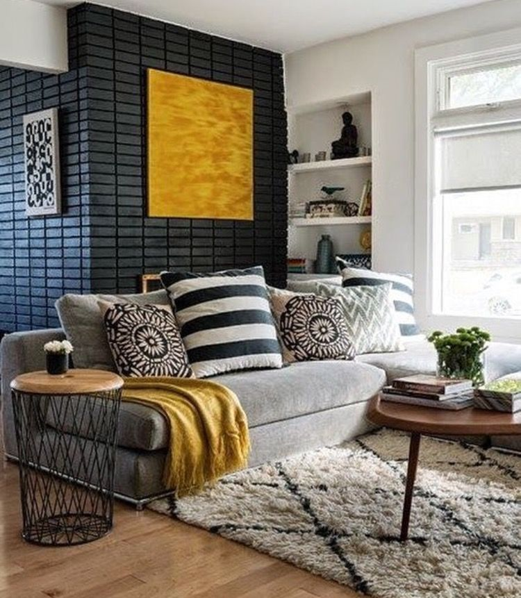 gelbe wand im wohnzimmer wohnzimmer gelbes wohnzimmer graues sofa und wohn m bel. Black Bedroom Furniture Sets. Home Design Ideas