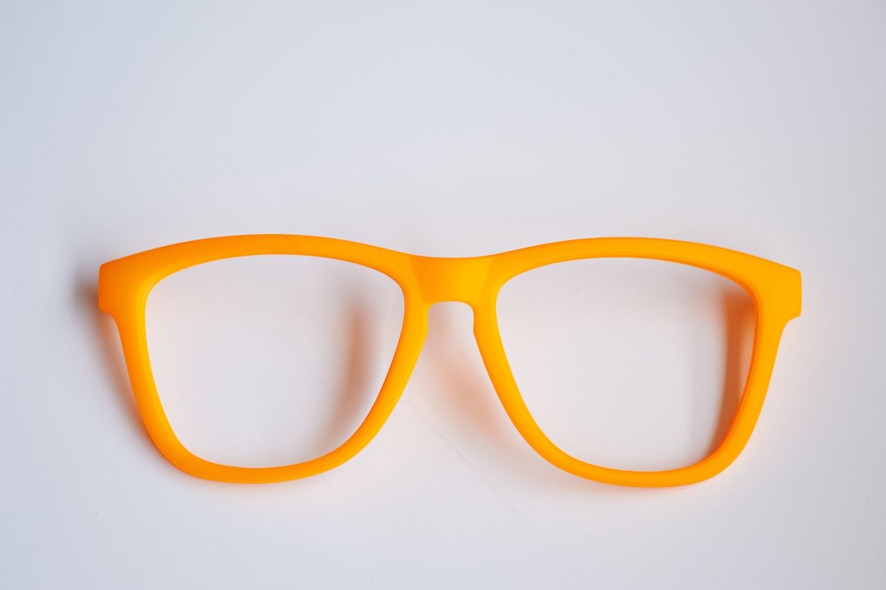 Ejemplo montura color naranja fluor acabado en mate con soft touch ...