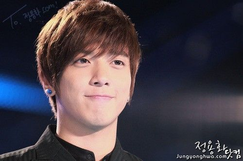 YH such a cute face >