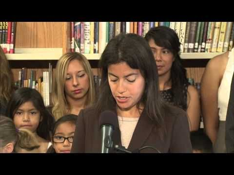 Governor Quinn Signs Law to Boost Bilingual Education
